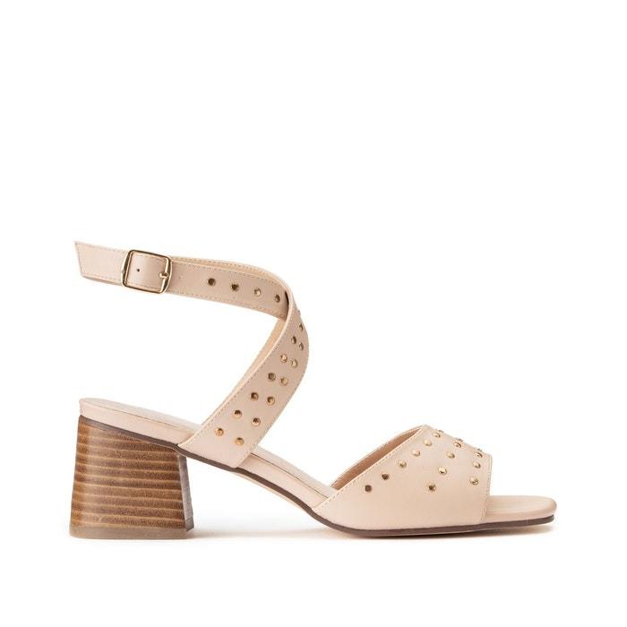 Sandales brides croisées détails clous