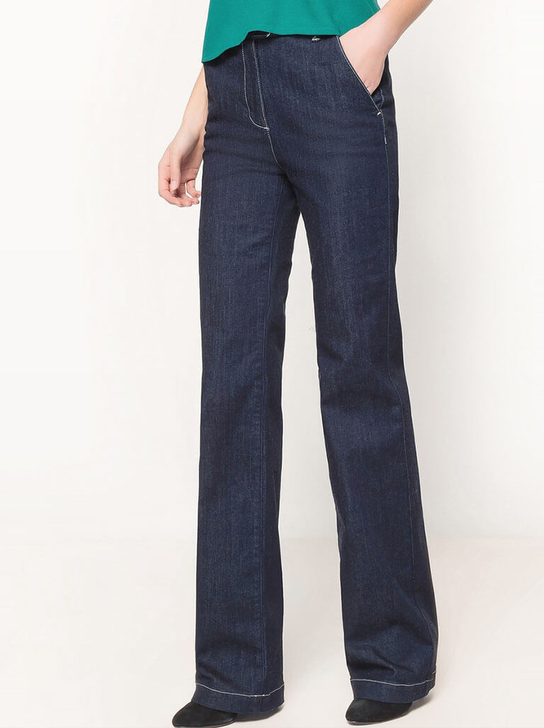 Bootcut Jeans Image