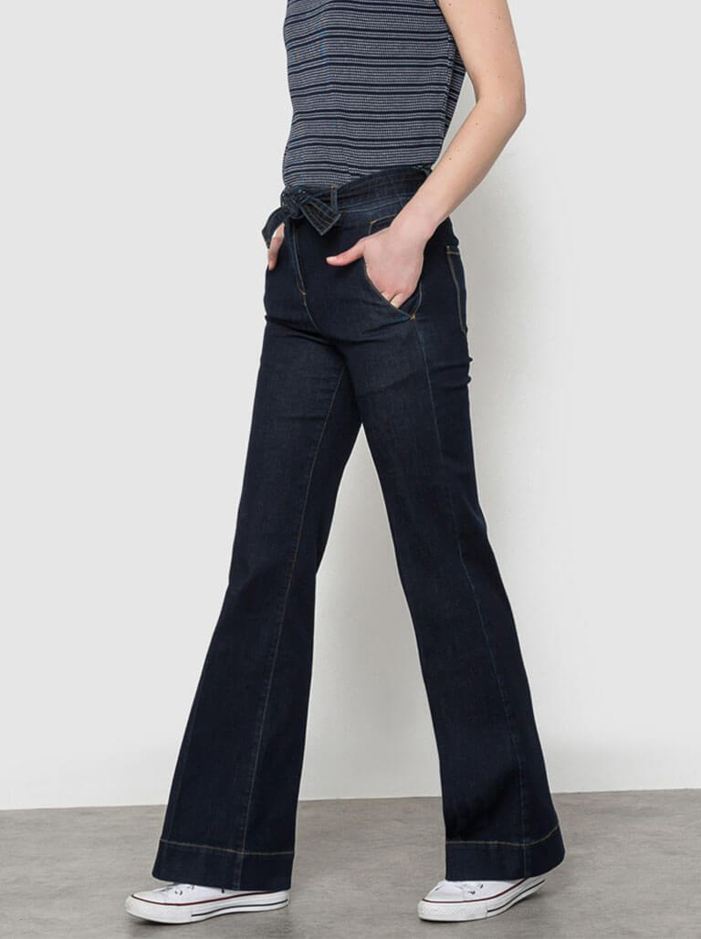 Flared Jeans Image